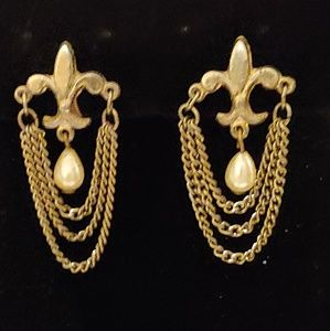 Vintage gold fleur de lis earrings